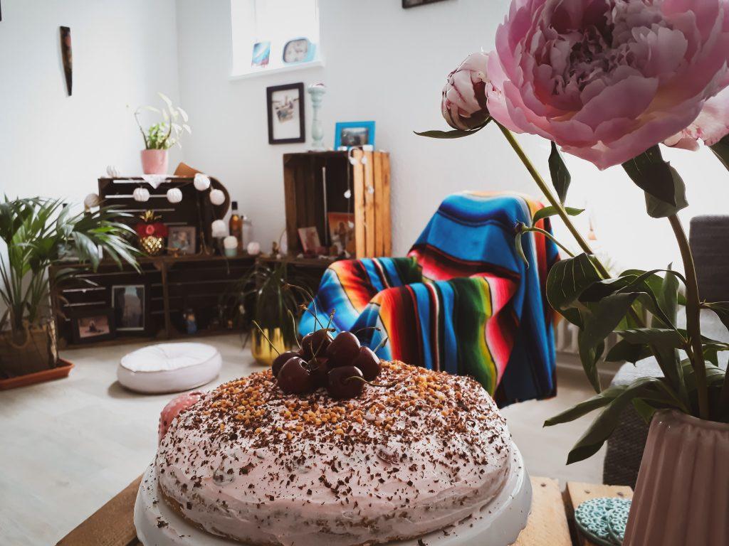 vegane Haselnuss Kirsch Sahne Torte